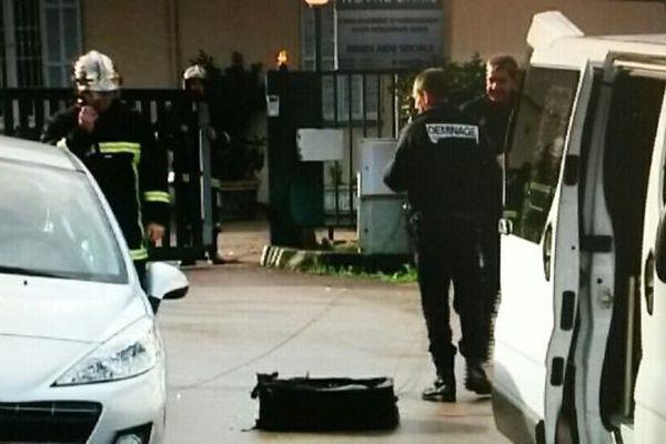 07/02/15 - Les démineurs ont fait sauter une valise suspecte devant le Centre opérationnel départemental d'incendie et de secours (CODIS) d'Ajaccio