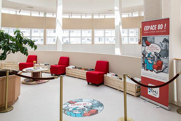 L'espace BD de l'hôpital Dupuytren du CHU de Limoges propose aux patients et visiteurs plus de 250 bandes dessinées en libre accès.