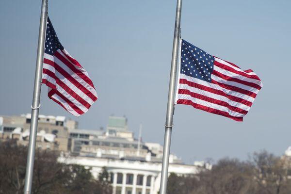 Les Américains de Bordeaux ont les yeux rivés vers l'autre côte atlantique. ici des drapeaux américains à Washington.