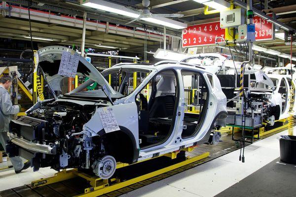 Chaîne de production à l'usine Renault de Douai.