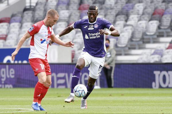 Le match d'ouverture de la saison de Ligue 2 de football entre le TFC et Dunkerque s'est joué devant des tribunes vides à plus de 80%.