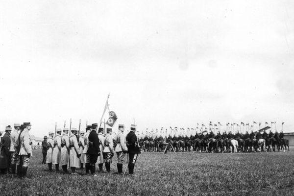 Présentation du Drapeau au 1er Groupe d'Aviation de Dijon le 13 Mai 1916