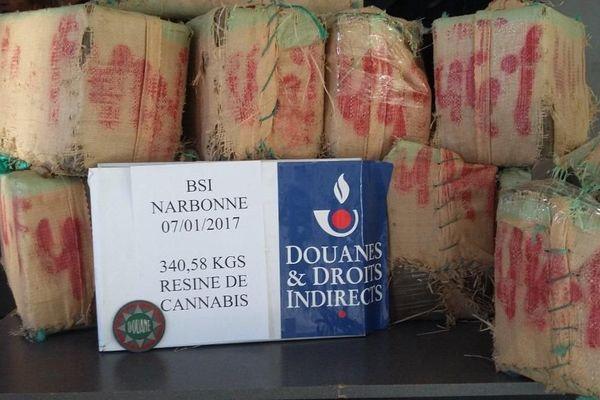Les 11 ballots saisis par les douaniers de Narbonne