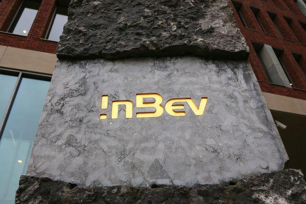 35 multinationales, parmi lesquelles le groupe brassicole AB-Inbev, ont bénéficié d'un régime fiscal trop favorable.