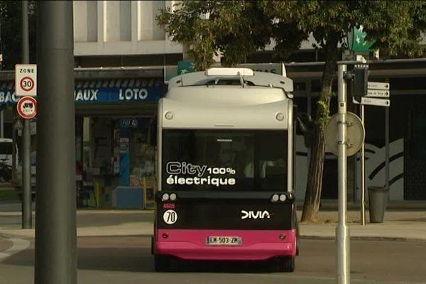 Les navettes gratuites Divia City desservent le centre-ville de Dijon toutes les 10 minutes, de 8 heures à 19 heures du lundi au samedi.