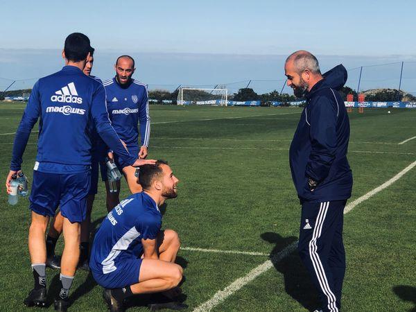 Les Bastiais et leur coach avant le début de l'entraînement à l'Igesa.