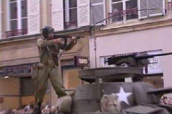 Reconstitution. Les soldats américains entrent dans Thionville.