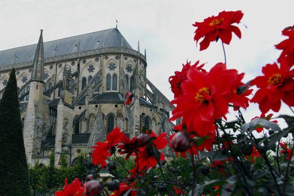 La cathédrale de Bourges, où se tiendra le départ de la course.