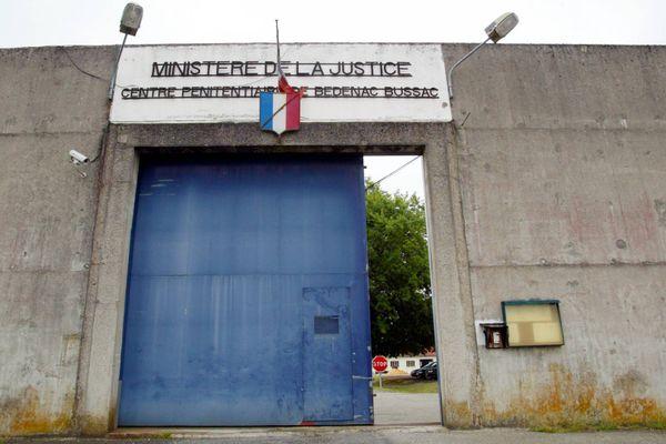 """Dans l'""""unité de soin et d'autonomie"""" de la prison de Bédenac (ici en 2002), la moyenne d'âge des détenus est de 68 ans."""