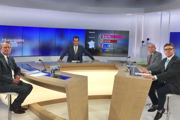 Débat avant le second tour des municipales 2020 avec les candidats d'Héricourt avec les trois candidats à la mairie d'Héricourt (Haute-Saône), Fernand Burkhalter (divers gauche), Gilles Lazar (PCF) et Patrick Adam (LR).