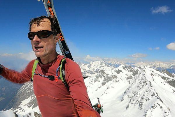 En éclaireur, Julien Brottet ouvre la voie pour le duo Gignoux-Filliard pour leur traversée de Belledonne