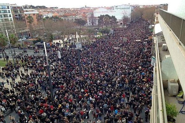Perpignan - plus de 20.000 personnes défilent pour Charlie - 11 janvier 2015 à 10h30.