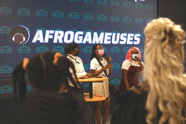 Des membres d'AfroGameuses, lors d'un événement organisé par l'association.