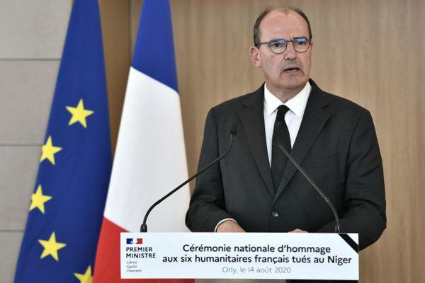 Le Premier ministre Jean Castex a présidé vendredi à l'aéroport d'Orly une cérémonie nationale d'hommage aux six humanitaires français tués dimanche au Niger.