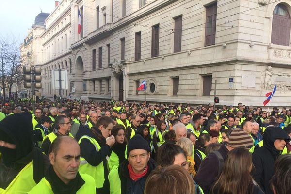 Plutôt que de se rendre à Paris, ces manifestants ont choisi de se rassembler dans le centre ville de Saint Etienne pour être plus visibles.