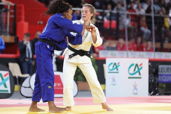 Pénélope Bonna (en blanc) en finale contre Astrid Gneto, ce samedi 2 novembre à Amiens.