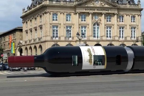 Le tram transformé en bouteille de vin sur les vidéos du créateur de vidéos virales Origiful