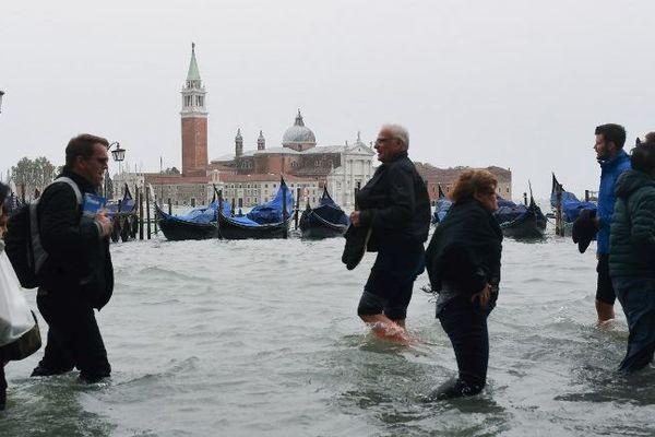 Au-delà de Venise, quasiment toute l'Italie était en alerte: rouge dans le nord (Ligurie, Lombardie, Vénétie, Frioul, Trentin) et dans les Abruzzes (centre).
