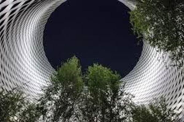 Le puit de lumière à l'entrée de la plus grande foire horlogère du monde se transformerait-il en trou noir?