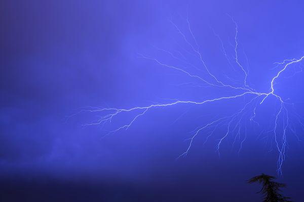 Mardi 6 Août Météo France a placé la Haute-Loire ainsi que l'Ain, le Doubs, le Jura, la Loire et le Rhône en alerte orange aux orages. De fortes rafales de vents, ainsi qu'une pluie intense sont attendus dans l'après-midi.