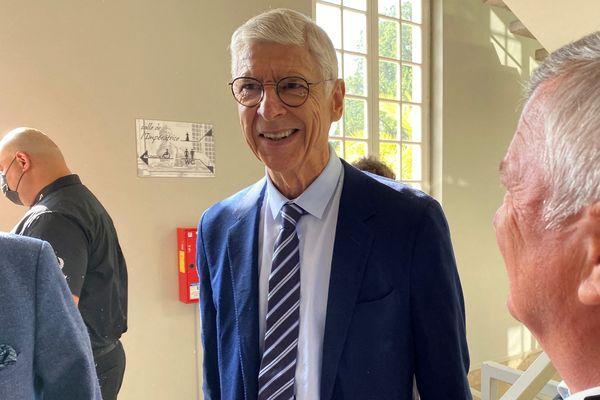 Arsène Wenger sera l'entraîneur de l'équipe UNICEF face à l'équipe OM de Jean-Pierre Papin