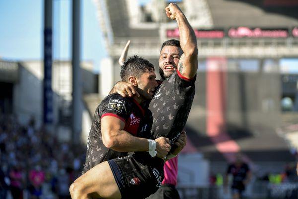 La joie de Xavier Mignot et de Jonathan Pelissié (LOU) après le premier essai lyonnais au cours du match entre le LOU Rugby et l'ASM Clermont Auvergne
