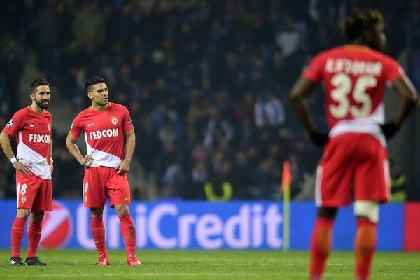 Les Monégasques Joao Moutinho et Radamel Falcao, impuissants face à un grand Porto.