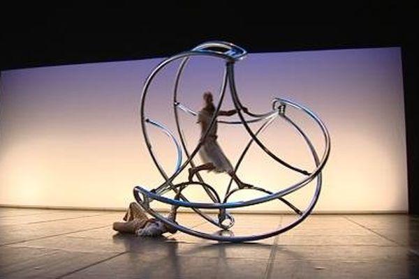 """La délicate poésie de """"La Verita"""", spectacle de Daniele Finzi Pasca au festival Effervescences de Nevers"""