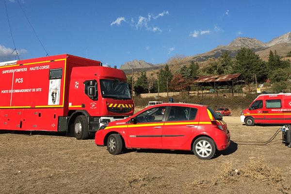 ILLUSTRATION - Le poste de commandement des pompiers sur les lieux de l'incendie d'Albertacce.
