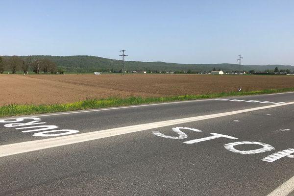 L'inscription Stop Ours découverte hier sur cette route du Béarn