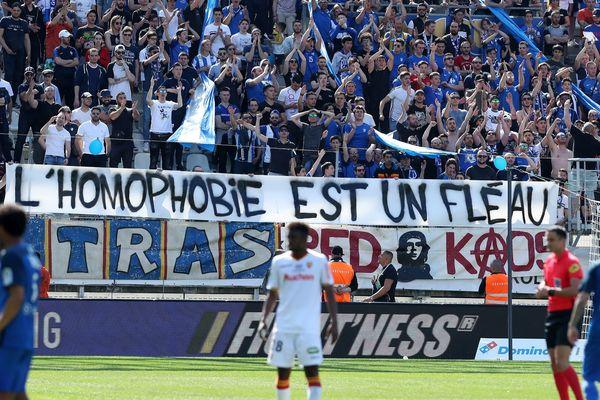 L'une des banderoles déployées le 20 avril 2019 par les supporters grenoblois au stade des Alpes.