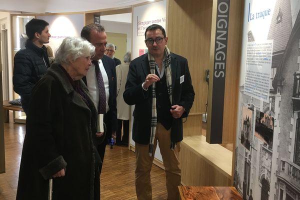 Christiane Hessel visite le Centre de la Résistance, de la déportation et de la mémoire et avec Marc Gricourt, maire de Blois.