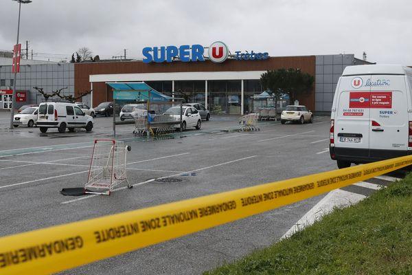 Le 23 mars 2018, Radouane Lakdim, 25 ans, était entré dans un supermarché Super U à Trèbes, tuant 3 personnes dont le lieutenant colonel Arnaud Beltrame