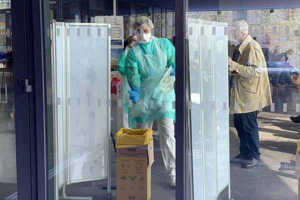 22/03/2020. Tests de dépistage du coronavirus à l'IHU de Marseille.