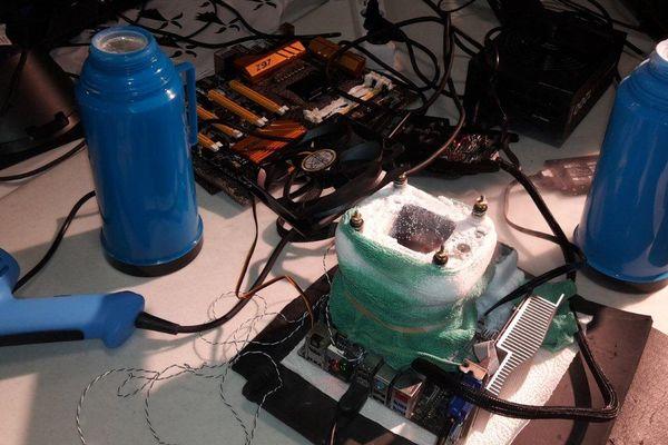 Dopés pour augmenter leurs capacités, les ordinateurs doivent être refroidis avec de l'eau ou de l'azote liquide. Attention à la surchauffe!