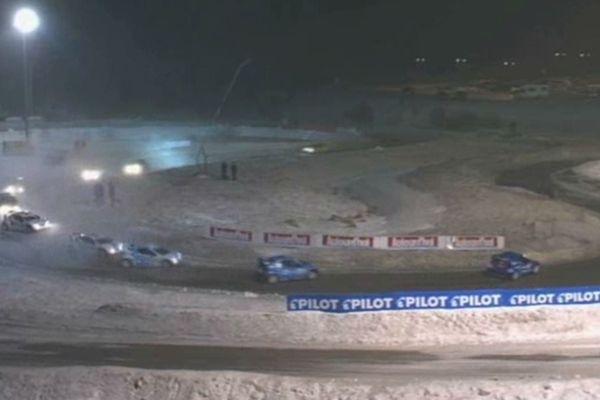 Près de 10 000 personnes sont venues assister au spectacle mécanique sur le circuit de Super Besse enneigé et glacé et sous un vent tout aussi glacé.