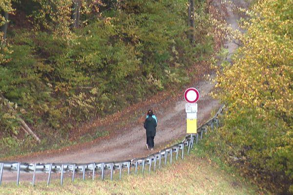 Un projet vise à transformer cette piste forestière en une route entre les communes de Passy et Saint-Gervais en Haute-Savoie.