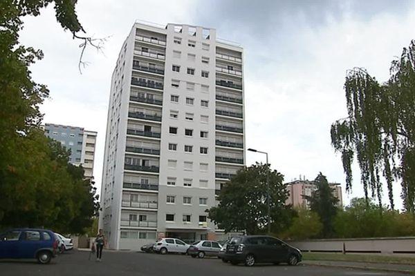 L'adolescente est tombée du 10ème étage de cet immeuble de la rue de La Clouère à Poitiers.