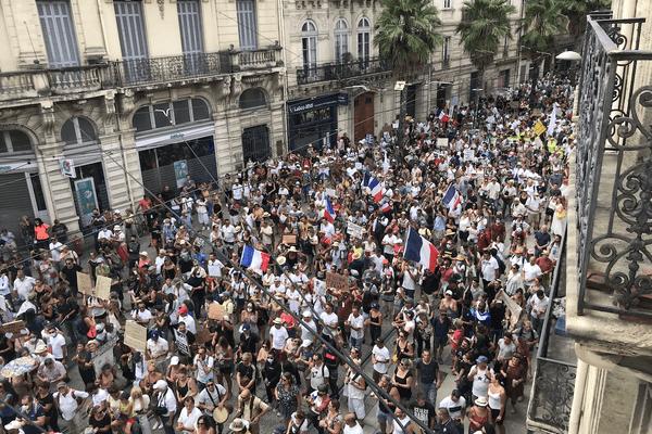 Plus de 8500 personnes ont manifesté dans les rues de Montpellier (Hérault), selon les services de la préfecture, contre le Pass sanitaire.
