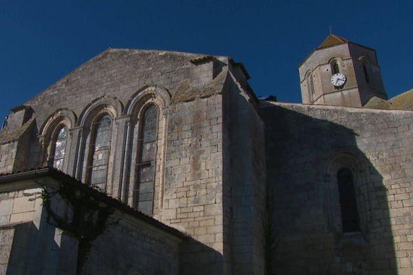 L'église de Cozes en Charente-Maritime a été construite au 12ème siècle et classée au titre des Monuments Historiques en 1925.
