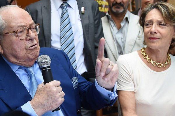 Lydia Schénardi et Jean-Marie Le Pen à Marseille le 5 septembre 2015
