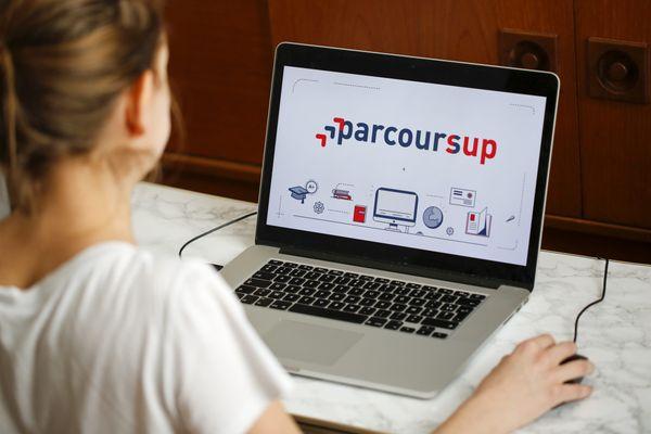 En France, plus de 90 000 candidats sont toujours en attente d'une proposition de formation sur Parcoursup