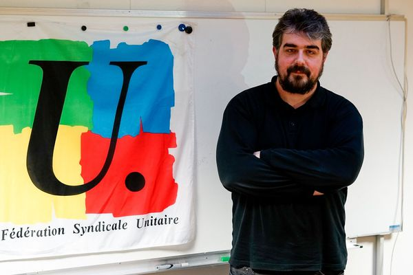 Yohan Odivart, secrétaire départemental du syndicat national des enseignements du second degré de la Marne, nous explique les raisons de sa mobilisation pour la grève de jeudi 5 décembre / Reims, le 4 décembre 2019