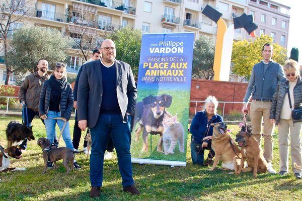 P. Vardon avec des propriétaires de chien