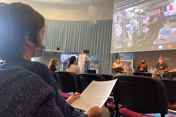 Des élèves de l'Académie de Toulouse ont pu dialoguer pendant une demi-heure avec Thomas Pesquet, en direct de l'ISS où l'astronaute a débuté une mission de 6 mois. 1er juin 2021.