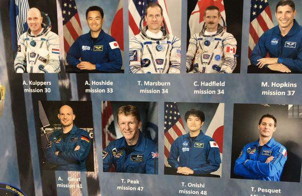 """Les neuf astronautes ayant participé aux missions en vol et aux expériences de l'IPHC. Un dixième astronaute a servi de """"test"""" au sol."""