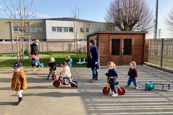 A Dinan, la Ritournelle accueille chaque jour 24 enfants âgés de deux mois et demi à quatre ans.
