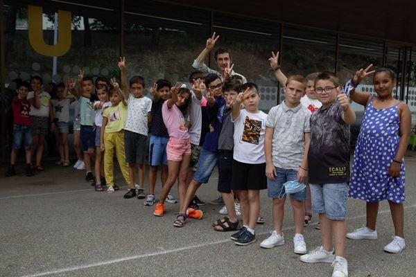 La classe de CE de l'école François Amadei derrière la création du projet.