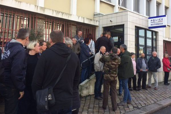 Rassemblement des policiers à Cherbourg