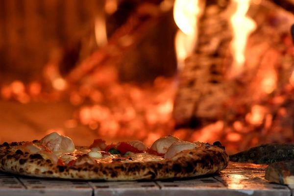 Un restaurateur ardéchois fera don d'une centaine de pizzas aux Restos du Coeur du Puy-en-Velay mardi 7 et jeudi 9 avril.